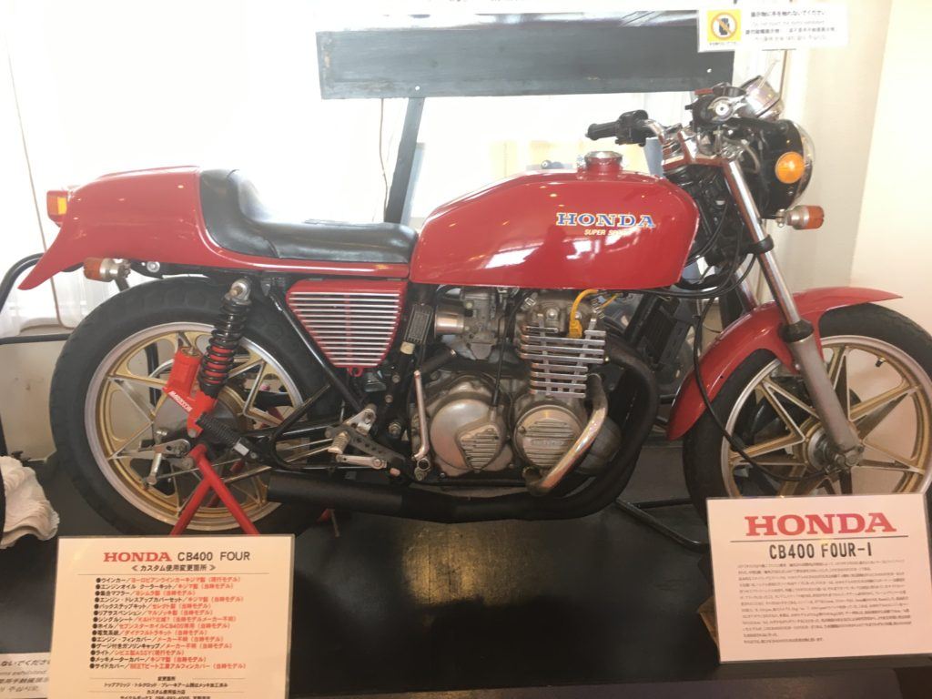 恩納村の「シーサイドドライブイン」に飾ってあるバイク