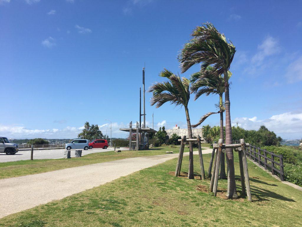 3月ごろの沖縄の海中道路の写真