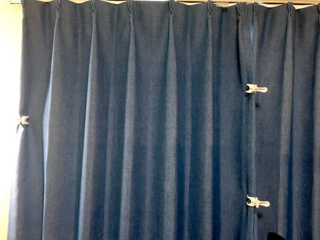カーテンと洗濯ばさみ